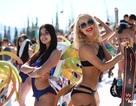 Mặc cái lạnh 15 độ C, hàng trăm cô gái xinh diện bikini trượt tuyết ở Nga