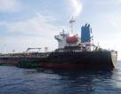Bắt vụ sang chiết xăng trái phép trên biển