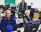 """Lớp dạy sử dụng điện thoại thông minh cho """"các cụ"""" ở Đài Loan"""