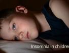Cha mẹ nên làm gì khi con thường xuyên mất ngủ?