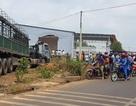Xe container mất lái tông sập nhà dân, 6 người hốt hoảng tháo chạy