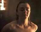 """Cảnh """"nóng"""" của Arya Stark khiến """"khổ chủ"""" cũng... sốc"""