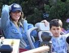 Cuối tuần, Gisele Bundchen đưa con đi chơi ở Disneyland
