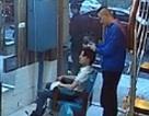 Tức giận vì mái tóc không ưng ý, khách hàng đòi cắt lại tóc của thợ để trả thù