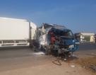 Xe container tông nát xe tải, sập nhà dân, 3 người thương vong