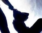 Thiếu nữ 15 tuổi tử vong trên giường ngủ nghi do bị siết cổ