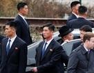 """""""Lá chắn sống"""" bảo vệ ông Kim Jong-un """"như hình với bóng"""" tại Nga"""