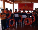 Vượt sóng giữa đêm, cứu 7 ngư dân kiệt quệ sau 5 ngày trôi dạt trên biển