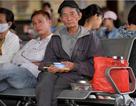 Người dân vạ vật chờ xe khách về quê nghỉ lễ