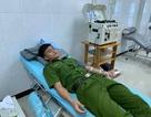 Hàng chục chiến sĩ công an tới bệnh viện hiến máu cứu bệnh nhân nguy kịch