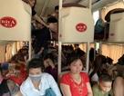 """Xe khách 42 chỗ """"nhồi nhét"""" 73 người từ Hà Nội đi Yên Bái"""