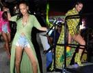 Rihanna gợi cảm với trang phục mát mẻ