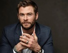 Tài tử Chris Hemsworth phục vụ trong nhà ăn ở trường của con