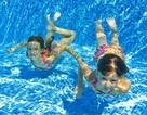 Những thiết bị công nghệ chống nước lý tưởng khi đi bơi tránh nóng