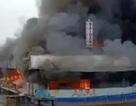 Hà Nội: Nhà thuyền nổi Hồ Tây bốc cháy ngùn ngụt