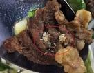Nghệ An: Công nhân tá hỏa khi phát hiện cả ổ giòi trong miếng thịt