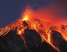 Du khách sống sót thần kỳ sau khi trượt chân rơi xuống miệng núi lửa đang hoạt động