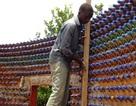 """Xây nhà bằng chai nhựa, ý tưởng """"điên rồ"""" có thể cứu thế giới"""