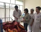 Trao tiếp quà nhân ái đến hai cụ bà xin sống tới cuối đời trong bệnh viện