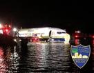 Máy bay Mỹ chở 143 người lao xuống sông trong đêm