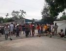 Hàng trăm người tập trung phản đối vì lối ra biển bị chắn kín bằng rào sắt