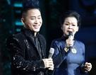 """Khánh Ly bất ngờ khi được Tùng Dương gọi là """"U"""" trên sân khấu"""