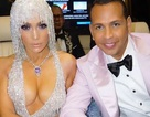 Jennifer Lopez đẹp đôi bên bồ trẻ dự Met gala