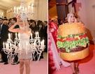 Hết mặc đèn chùm, Katy Perry lại mặc... bánh hamburger