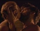 """Cảnh """"nóng"""" trong sê-ri phim ăn khách nhất lại gây tranh cãi"""