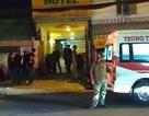 Sau tiếng la hét, đôi nam nữ nằm gục trên vũng máu trong khách sạn