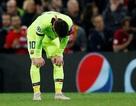 Messi bị xe bus của Barcelona bỏ rơi sau trận thua Liverpool