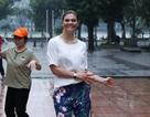 Công chúa Thụy Điển tập thể dục cùng người dân Hà Nội ở Hồ Gươm