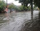 """Đường phố Hà Tĩnh thành """"sông"""" sau trận mưa lớn"""
