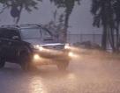 Sài Gòn mưa lớn trên diện rộng, trời tối sầm giữa ban ngày