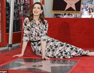 """""""Công chúa Mia"""" Anne Hathaway nhận sao trên Đại lộ danh vọng"""