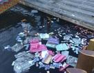 Xử phạt 3 triệu đồng người rải vàng mã xuống sông Hương