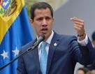 """Tổng thống tự phong Venezuela tìm cách """"bắt tay"""" với quân đội Mỹ"""