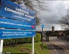 Anh: Tranh cãi chuyện hiệu trưởng cấm học sinh uống nước trong giờ học