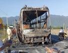 Ô tô giường nằm bất ngờ bốc cháy, hàng chục hành khách thoát chết