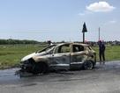 Xe Ford Ecosport bất ngờ cháy trơ khung nghi do bị quấn rơm dưới gầm