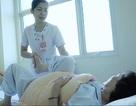 Tự tiêm thuốc chữa thoái hóa khớp gối người phụ nữ bị liệt, nhiễm trùng toàn thân