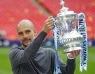 Khoảnh khắc Man City nhận cúp bạc của FA Cup