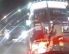 Xe Mercedes-Benz cố tình đi vào làn đường ngược chiều, uy hiếp nhiều phương tiện