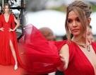Thiên thần nội y Josephine Skriver rực rỡ với váy đỏ