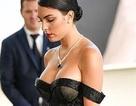 Bồ Ronaldo khoe ngực nảy nở tại LHP Cannes