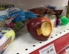 """Nhân viên Auchan """"ngán ngẩm"""" nhìn khách bóc bánh kẹo, nước ngọt ăn uống tại chỗ"""