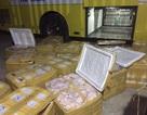 Phát hiện hàng trăm kg nội tạng và thịt lợn không rõ nguồn gốc trên xe khách