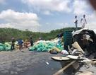 Xe container lật nghiêng chắn ngang quốc lộ khi bẻ lái tránh cú đối đầu
