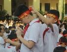 Lưu luyến phút chia tay học sinh lớp 5 trường tiểu học Nguyễn Trãi