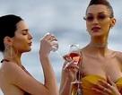 Kendall Jenner vui đùa trên biển cùng Bella Hadid